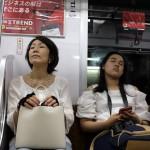 2018_001780 _DSF6406 Tokyo 2 - Femme et jeune femme dans le métro - V0