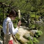 2018_002235 _DSF6654 Kyoto 1 - Pavillon argent Portrait jeune femme de 3 quarts - V0