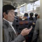 2018_002332 _DSF2386 Kyoto 1 - Portrait fumeur gueule d acteur dans gare - V0